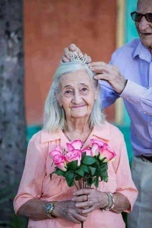 tình yêu tuổi già 2 683x1024 - Bộ ảnh về tình yêu tuổi già cực kỳ đẹp và dễ thương