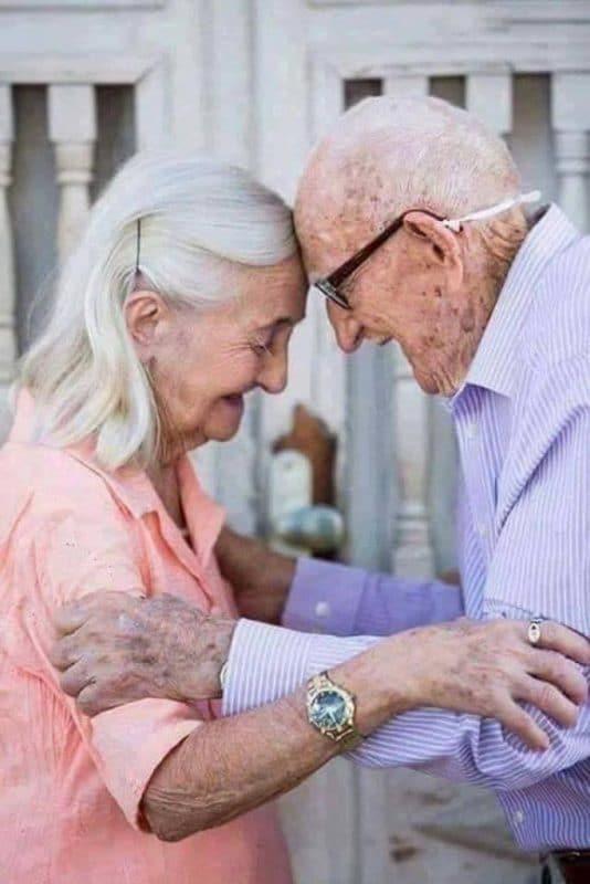 tình yêu tuổi già 5 683x1024 - Bộ ảnh về tình yêu tuổi già cực kỳ đẹp và dễ thương