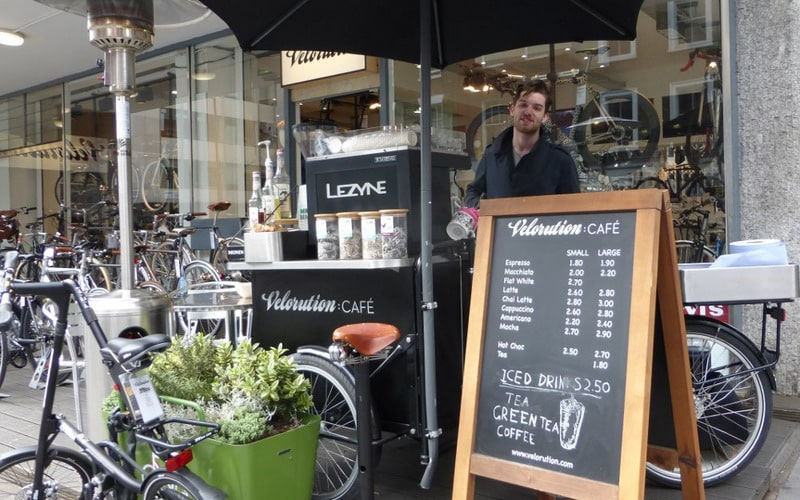 khoi-nghiep-kinh-doanh-xe-cafe-kiot-cafe
